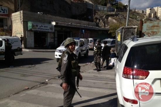 Forze israeliane feriscono insegnante palestinese a Issawiya