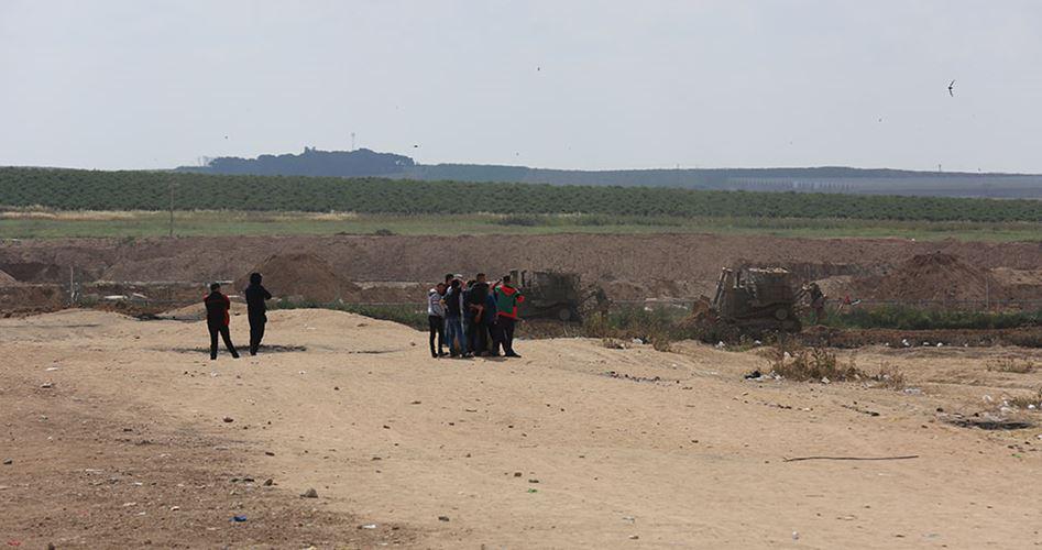 Bulldozer israeliani invadono la Striscia di Gaza