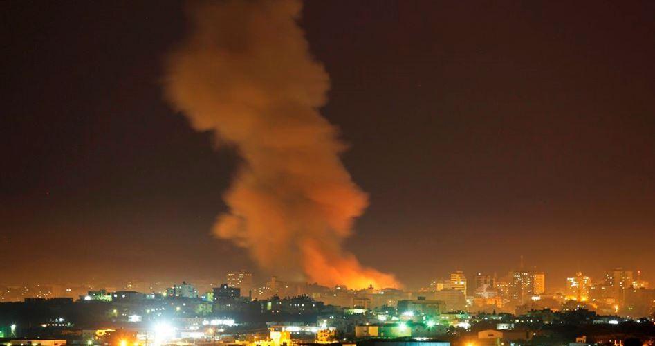 Bombardamento aereo israeliano contro postazioni della resistenza nella Striscia di Gaza