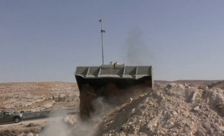 Strada recentemente riaperta a Masafer Yatta distrutta dalle autorità israeliane