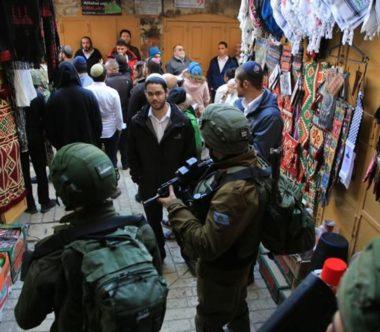 Marcia provocatoria dei coloni a Hebron