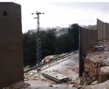Pesanti piogge causano il crollo di sezioni del muro dell'annessione vicino a Gerusalemme
