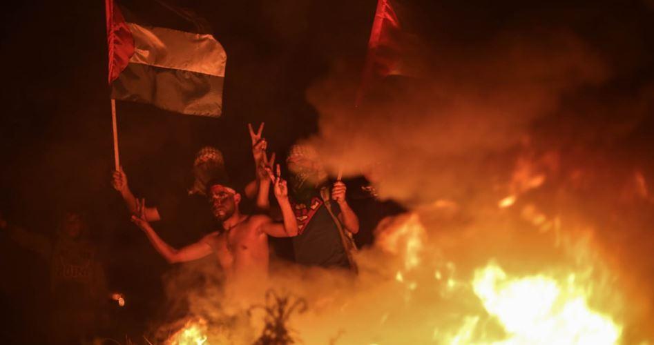 Manifestazioni notturne anti-assedio nella Striscia di Gaza