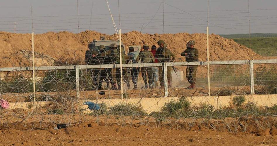 Le forze israeliane rapiscono 5 palestinesi gazawi
