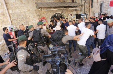 Studentessa statunitense aggredita da soldati israeliani ad Al-aqsa (video)