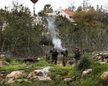 Soldati israeliani feriscono diversi palestinesi a Hebron