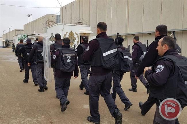 Oltre 100 prigionieri palestinesi iniziano sciopero della fame