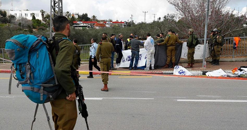 Polizia israeliana aggredisce ed arresta ragazza palestinese a Gerusalemme