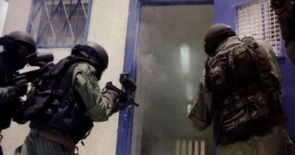Forze israeliane invadono celle di prigionieri
