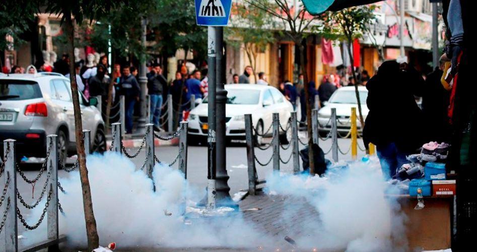 IOF attacca studenti e scuola con gas lacrimogeni