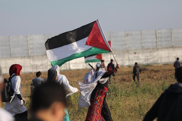"""Palestinesi prendono parte a manifestazioni nella """"zona cuscinetto"""" di Gaza"""