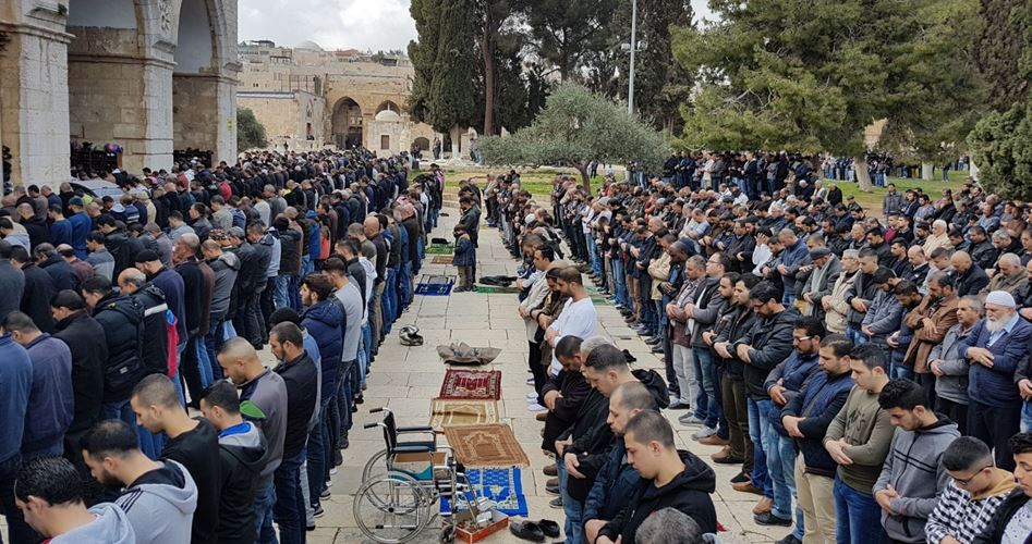 40 mila palestinesi per la preghiera del venerdì ad al-Aqsa