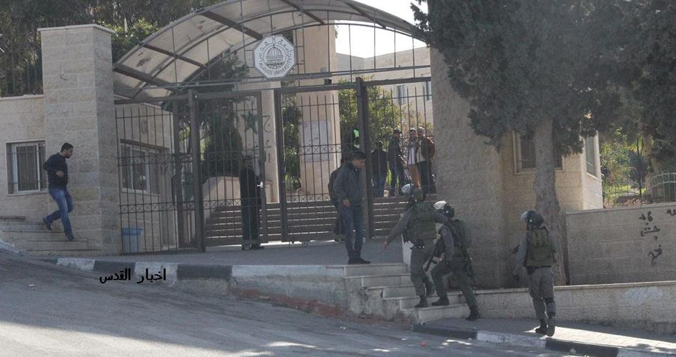 Le forze israeliane demoliscono una casa e assaltano le famiglie a Gerusalemme