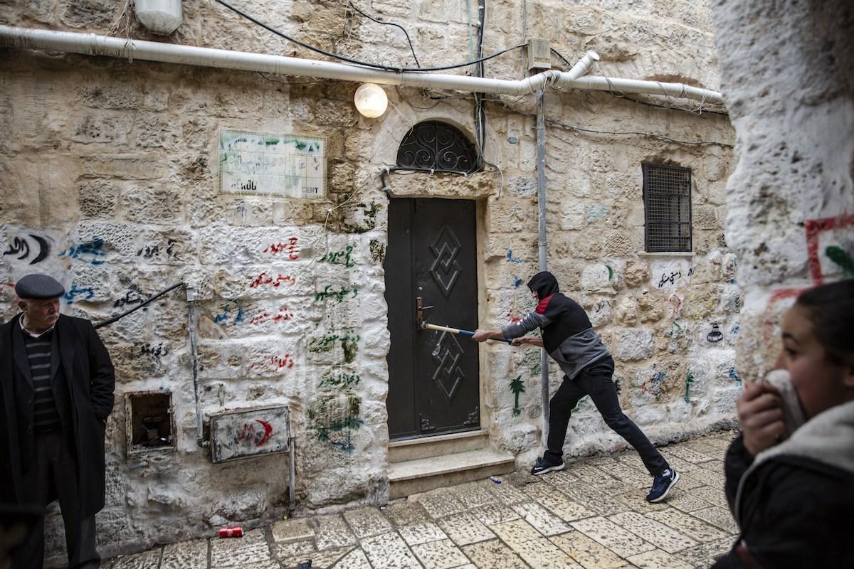 "B'Tselem: ""Negli ultimi 15 anni, Israele ha costretto 3000 palestinesi a lasciare le proprie case a Gerusalemme"""