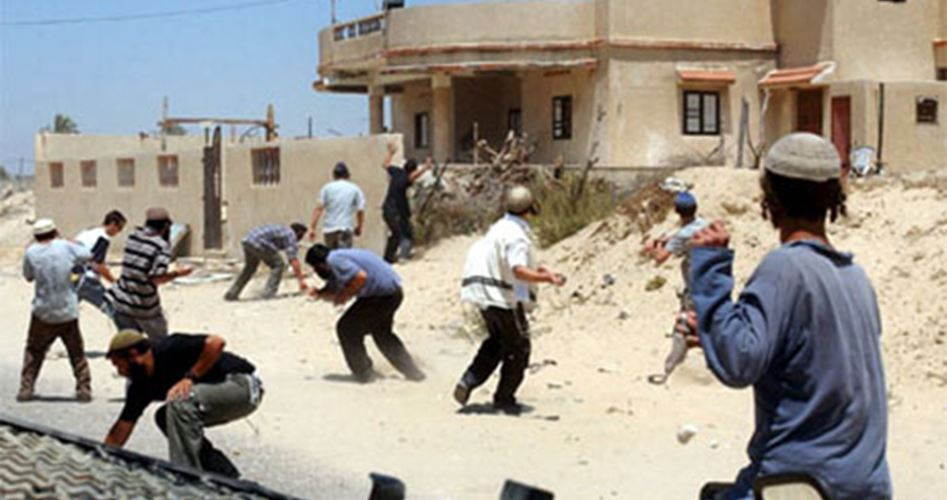 Orda di coloni causa trauma cranico a un Palestinese a nord di Ramallah