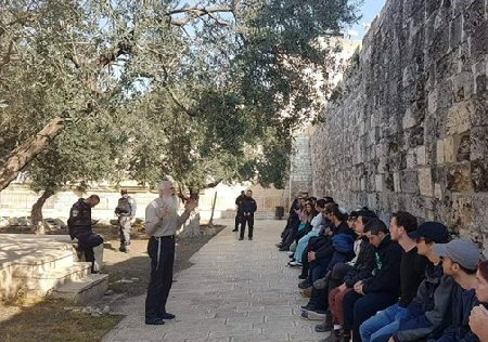 Coloni israeliani invadono Al-Aqsa durante la Pasqua ebraica