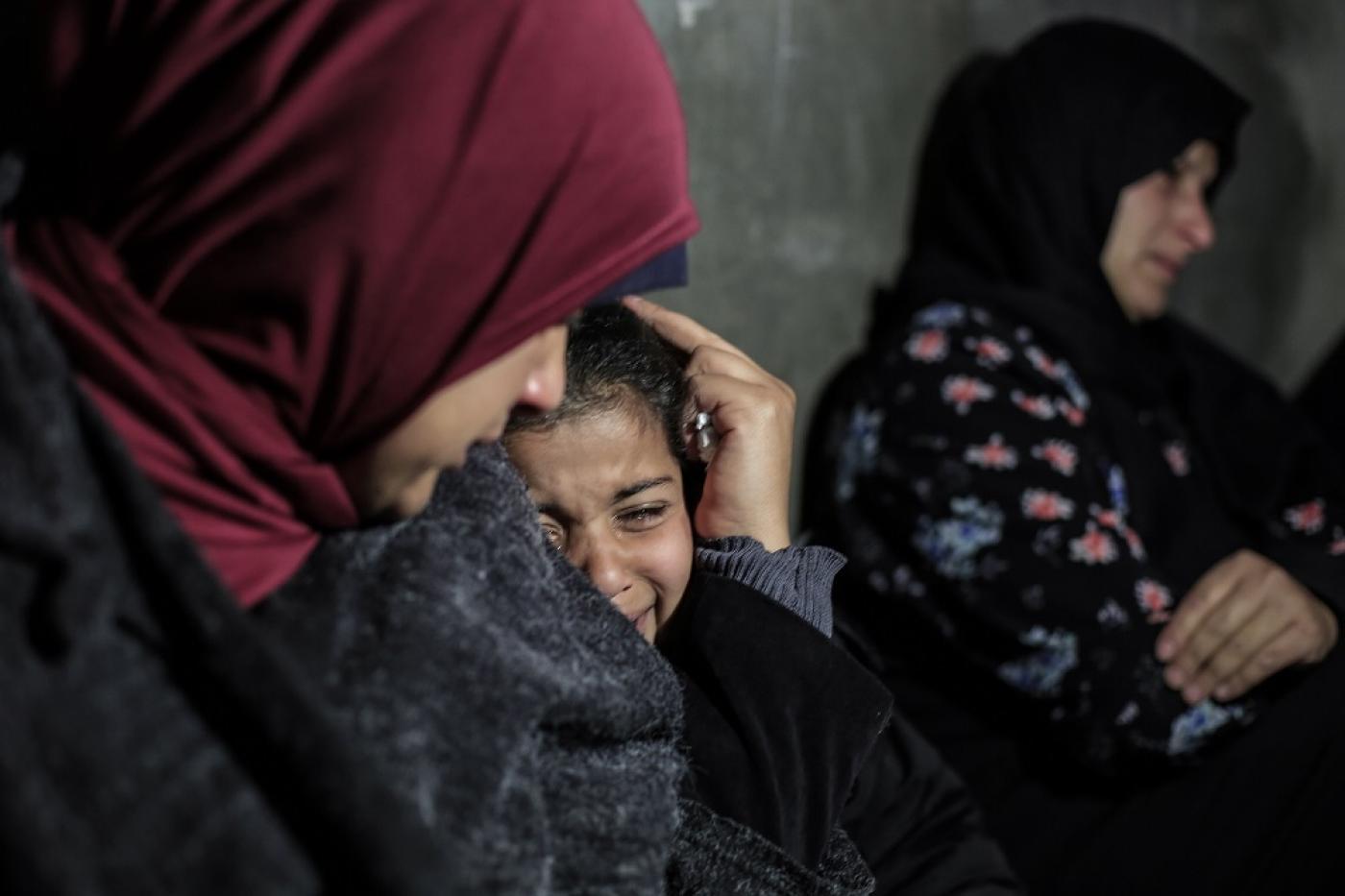 """""""Il mio cuore brucia"""": le famiglie dei ragazzi uccisi durante l'anniversario delle proteste piangono i loro cari"""