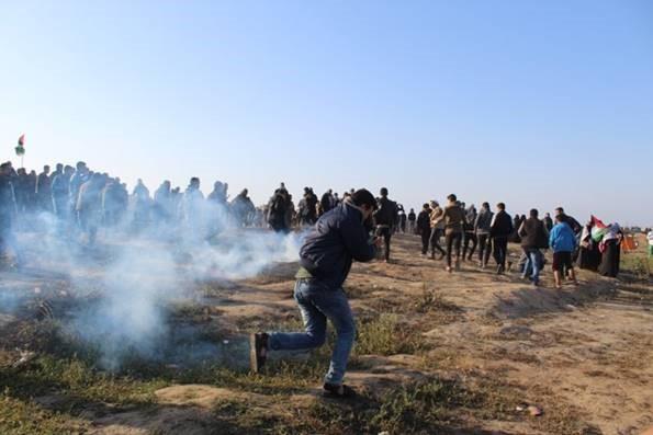 54° venerdì della Grande Marcia del Ritorno, PCHR: le forze israeliane hanno ucciso un adolescente e ferito 93 civili, tra cui 17 bambini, 4 donne, 3 paramedici ed un giornalista