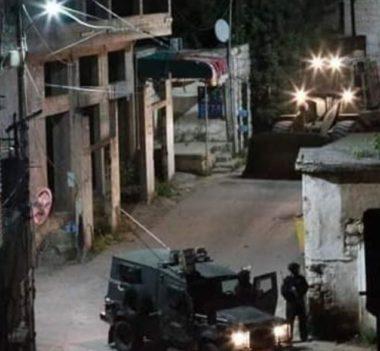 Le forze di occupazione fanno esplodere la casa di Omar Abu Leila