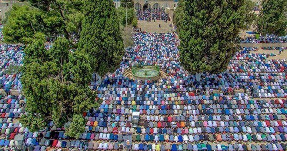 200 mila palestinesi pregano ad al-Aqsa nel primo venerdì di Ramadan