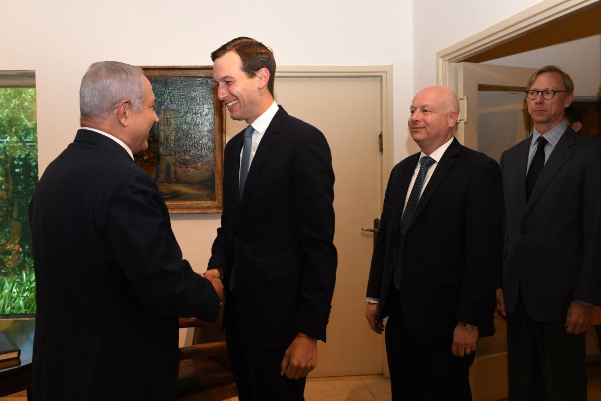 Primo ministro israeliano incontra alti funzionari USA durante crisi politica