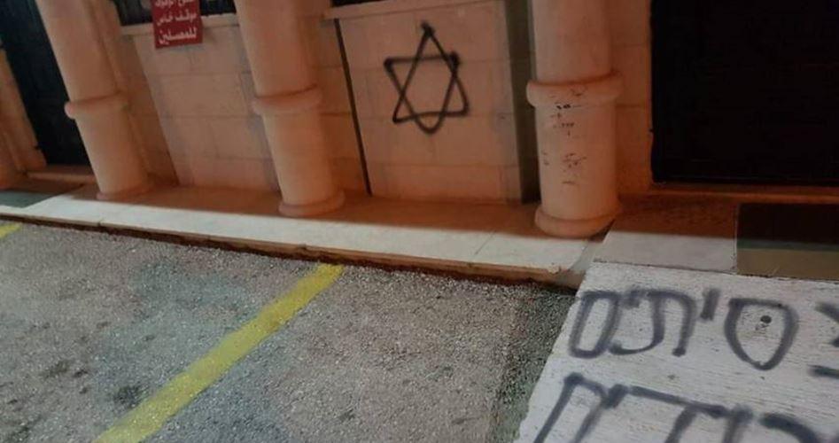 Coloni israeliani vandalizzano proprietà palestinesi