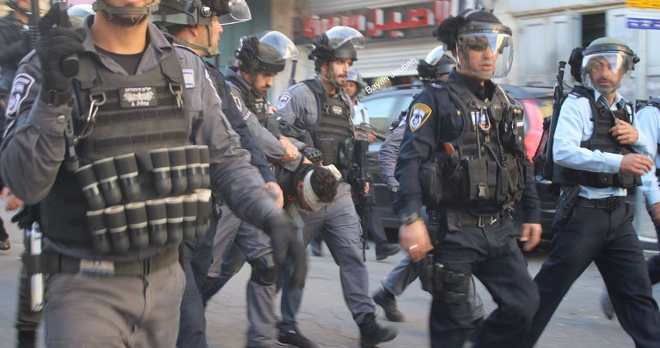 Polizia israeliana arresta palestinesi durante aggressione israeliana a Gerusalemme
