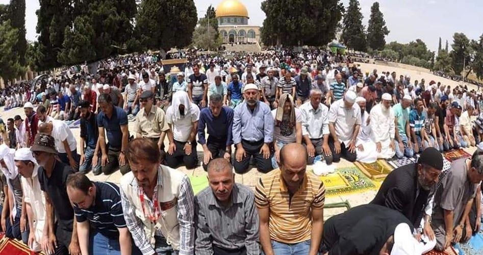 Gerusalemme, 100.000 palestinesi pregano a al-Aqsa
