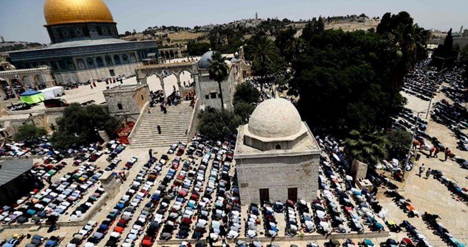 250.000 palestinesi pregano ad al-Aqsa per l'ultimo venerdì di Ramadan