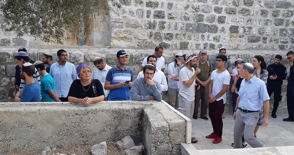 Orde di coloni invadono al-Aqsa durante le preghiere del Ramadan
