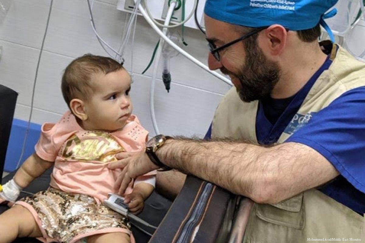 Team medico statunitense rimuove proiettile da testa di bambina palestinese