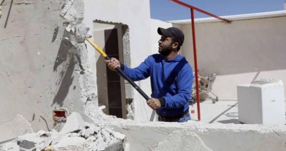 Famiglie costrette a demolire le proprie abitazioni nell'area di Gerusalemme
