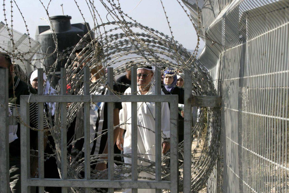 ARIJ: palestinesi perdono 270 milioni di dollari all'anno a causa di posti di blocco