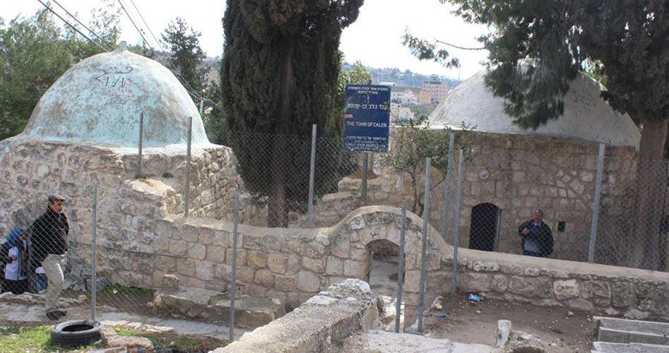 Decine di coloni invadono santuari islamici a Salfit