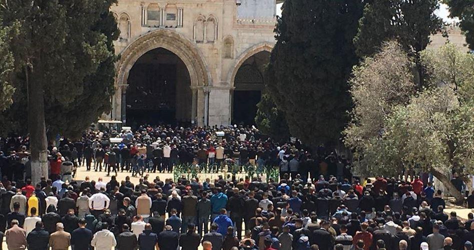 Gerusalemme, migliaia di Palestinesi hanno partecipato alla preghiera comunitaria a al-Aqsa
