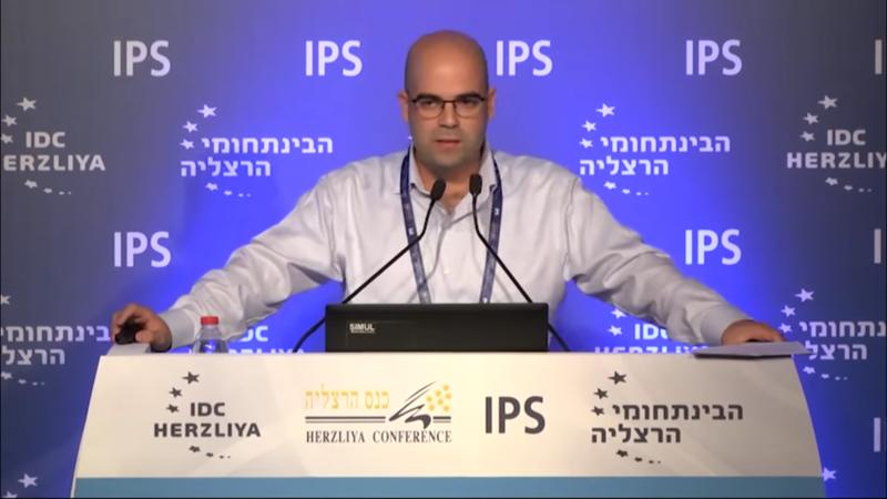 Come spie israeliane stanno invadendo Facebook e Twitter