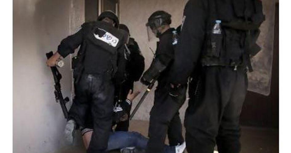 La polizia israeliana aggredisce e rapisce palestinese a al-Issawiya