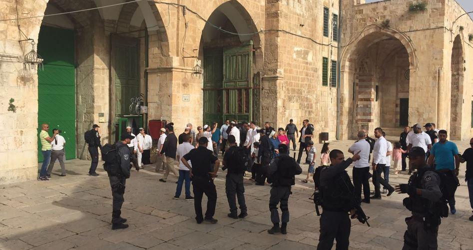 Coloni guidati dal rabbino Glick invadono al-Aqsa