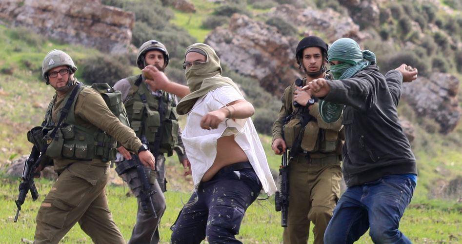 Coloni attaccano palestinesi e le loro proprietà vicino a Nablus