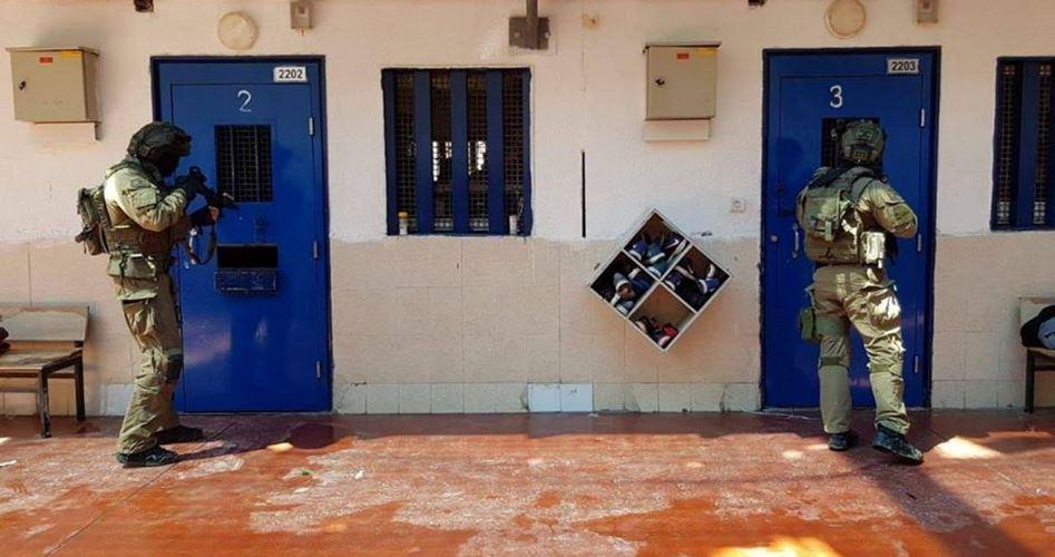 Le forze carcerarie israeliane irrompono nella prigione di Gilboa