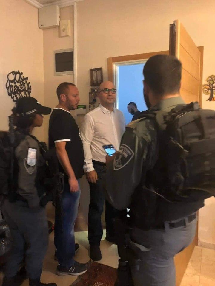 Le forze israeliane arrestano ministro palestinese per gli Affari di Gerusalemme