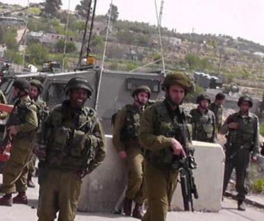 I soldati israeliani sparano a un palestinese vicino a un posto di blocco a Jenin