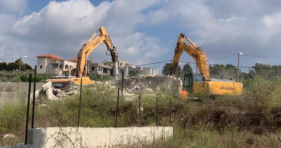 Forze israeliane demoliscono casa palestinese a Silwan