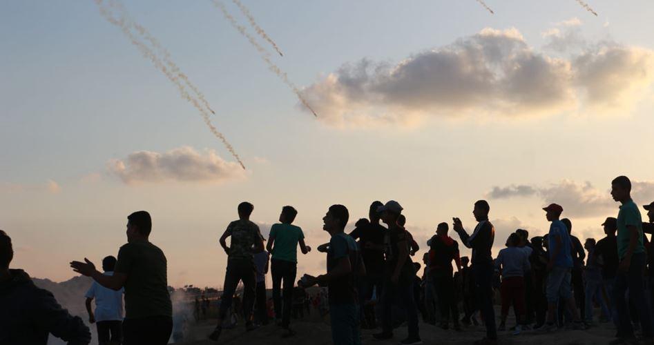 Decine di palestinesi feriti durante manifestazione lungo il confine di Gaza