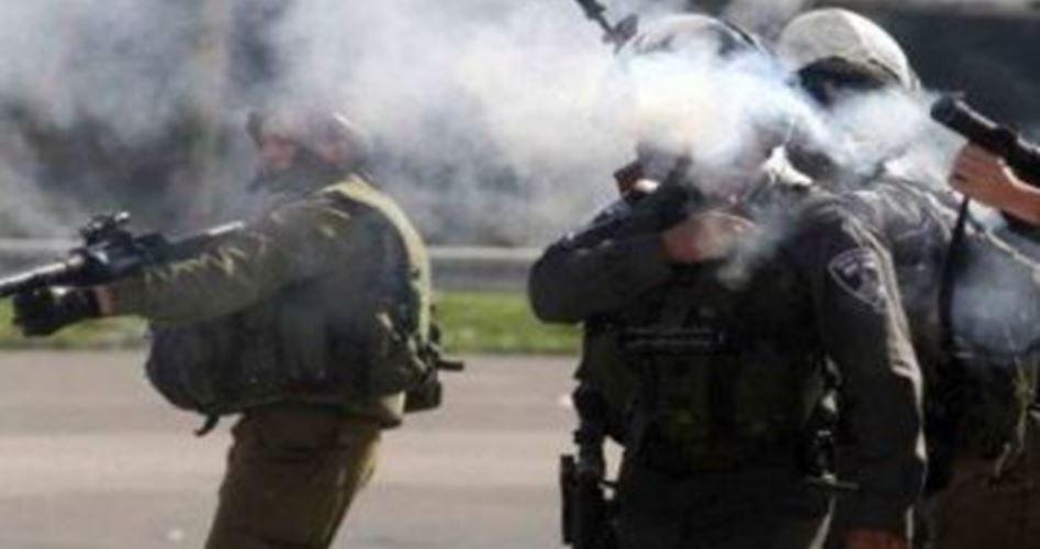 IOF aggrediscono studenti a Hebron con lacrimogeni