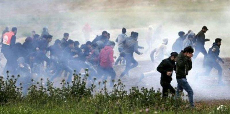 Striscia di Gaza, le forze israeliane uccidono un Palestinese e ne feriscono decine di altri
