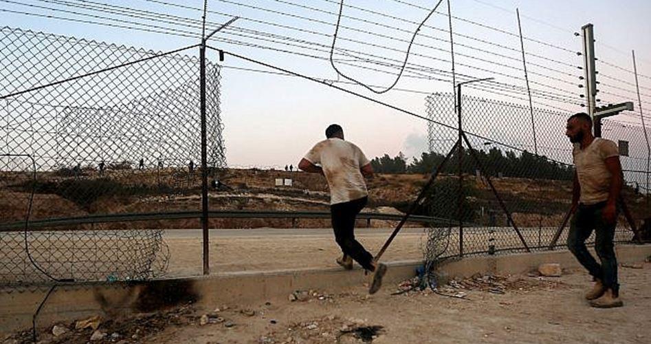 IOF aggrediscono decine di lavoratori cisgiordani vicino al Muro della separazione