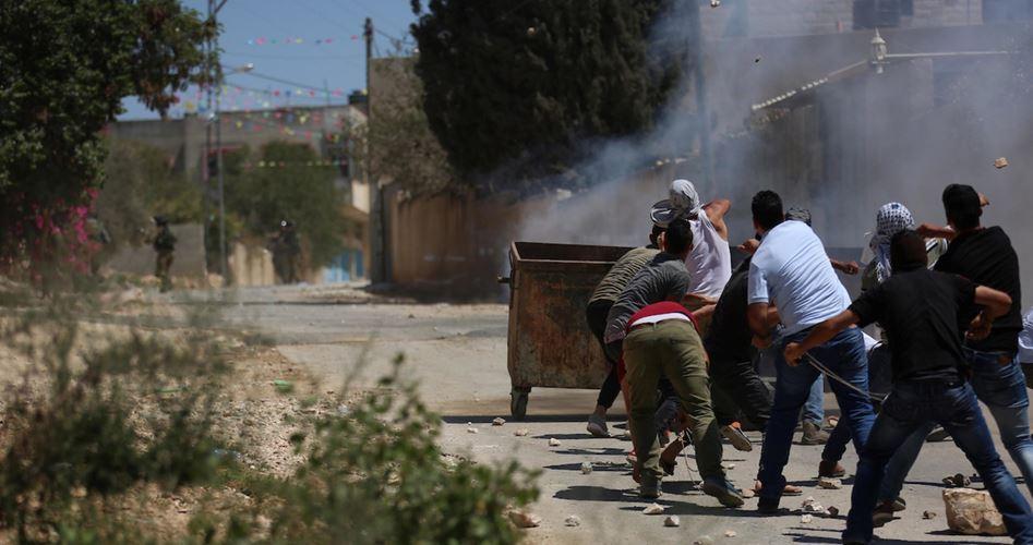 Decine di palestinesi asfissiati dai gas lacrimogeni