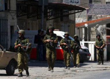 Soldati israeliani rapiscono palestinese e feriscono diverse studentesse a Gerusalemme