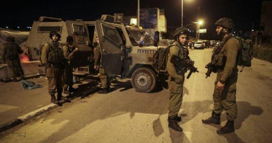 Le forze israeliane feriscono giovani palestinesi in Cisgiordania